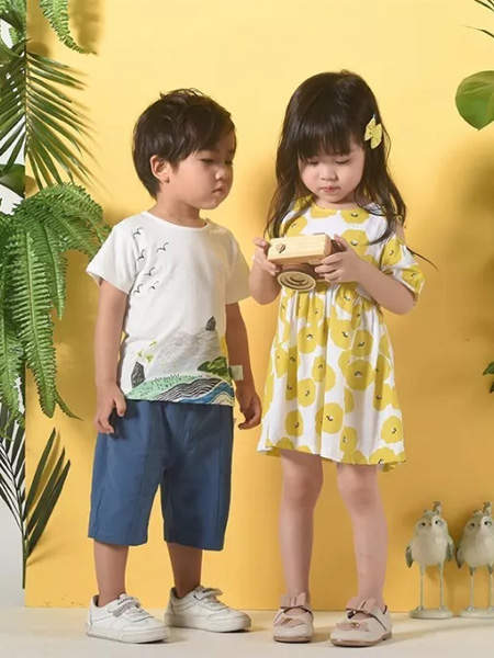 优子壹家品牌童装童装品牌2020春夏黄色图案连衣裙