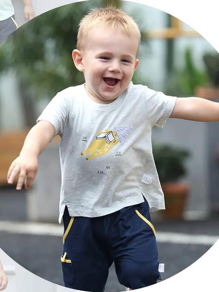 卡拉贝熊童装品牌2020春夏浅灰色圆领T恤