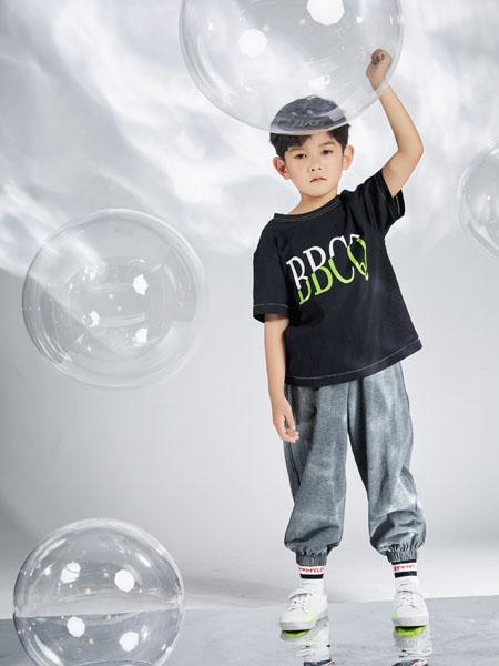 宝贝传奇童装品牌2020春夏字母黑色T恤