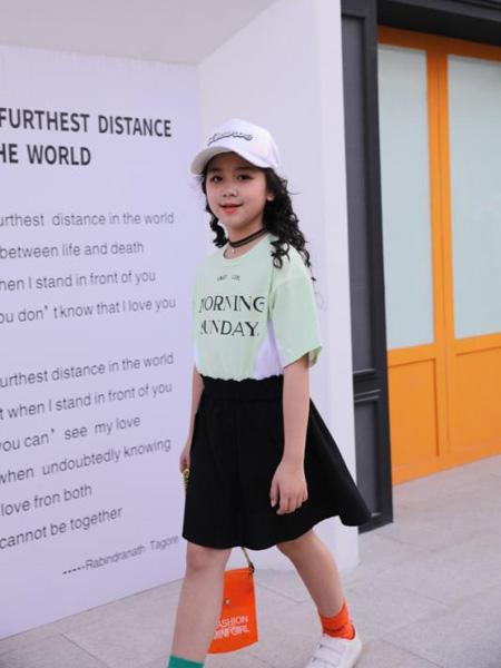 小嗨皮童装品牌2020春夏绿色字母T恤