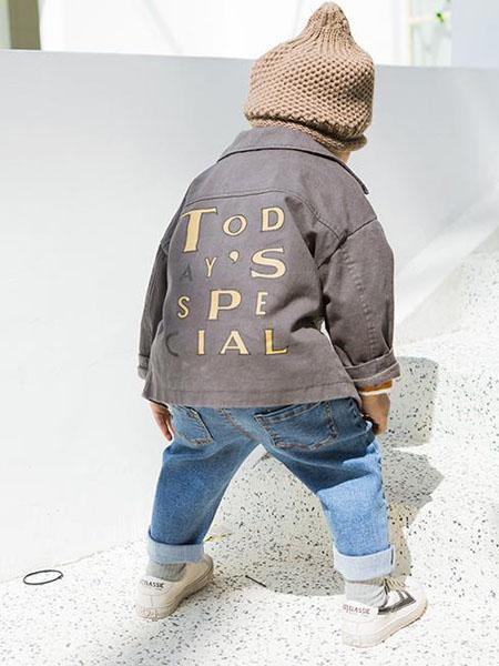 小瞳象童装品牌2020秋冬褐色字母外套