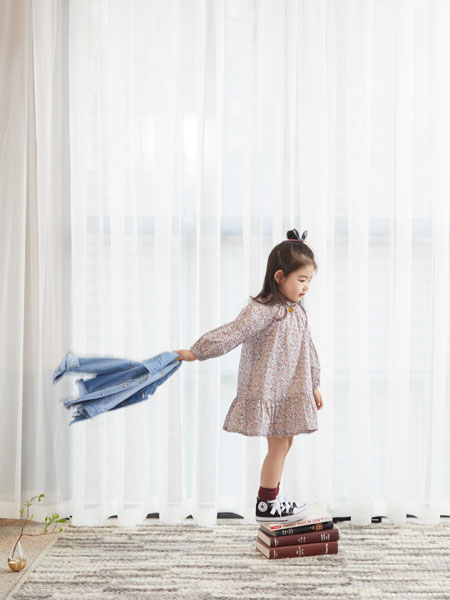 小瞳象童装品牌2020春夏碎花连衣裙