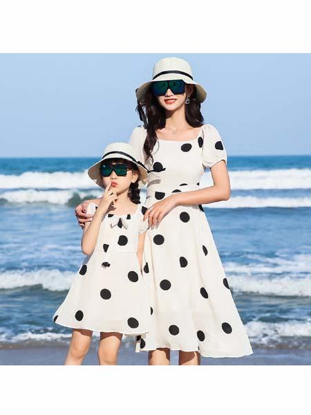 小鹿依童装品牌2020春夏新款爆款时尚母女连衣裙+T恤套装全家装亲子装套装