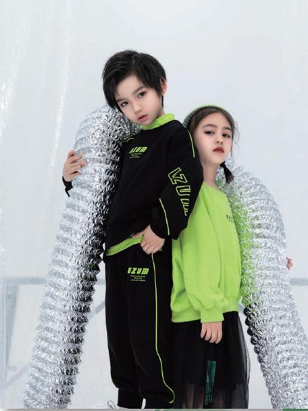 优仔优妹童装品牌2020秋冬黑色字母卫衣绿色卫衣男女童