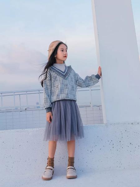 思贝秀童装品牌2020秋冬V领深灰色针织衫深灰网纱半裙