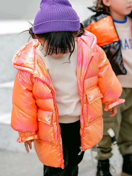 魔方童装品牌2020秋冬橙色保暖外套