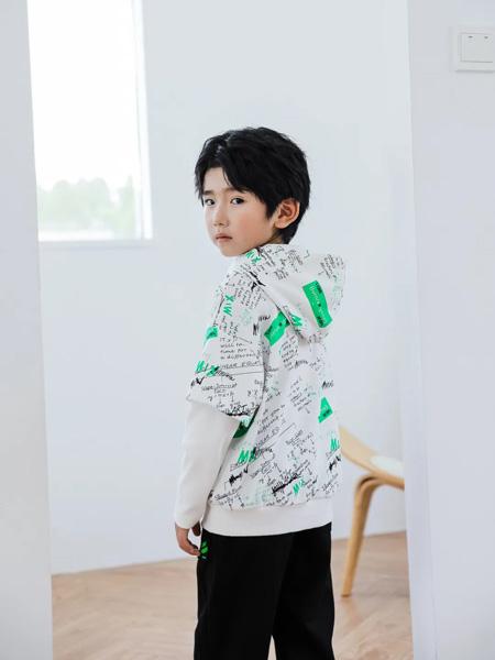 TU图零钱童装品牌2020秋冬连帽白色字母卫衣