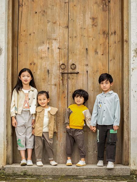 棉绘童装品牌2020秋冬米色短外套