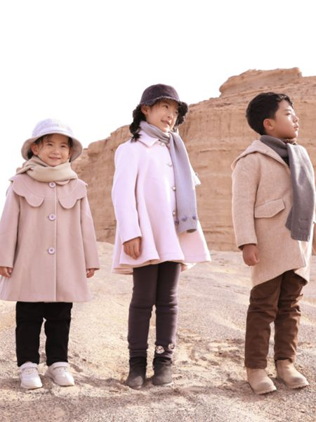 森虎儿童装品牌2020秋冬白色外套风衣式