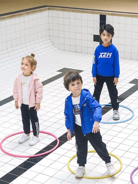 JOJOBO啾比乐童装品牌2020秋冬字母深蓝色卫衣粉色连帽外套