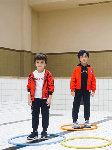JOJOBO啾比乐童装品牌2020秋冬橙红色连帽外套
