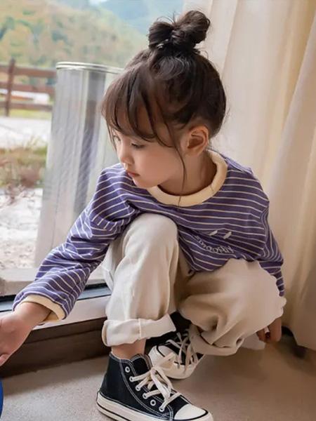 糖麦卡童装品牌2020秋冬横纹紫蓝色上衣