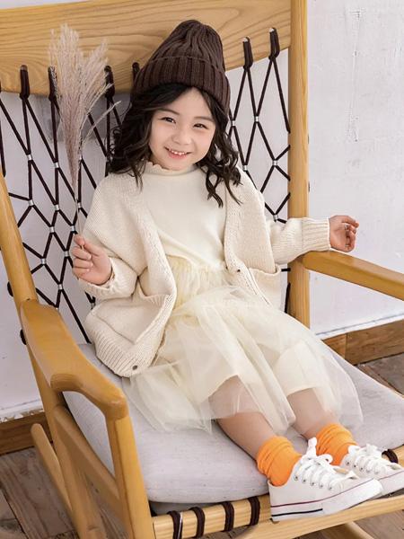 糖麦卡童装品牌2020秋冬米色针织衫外套