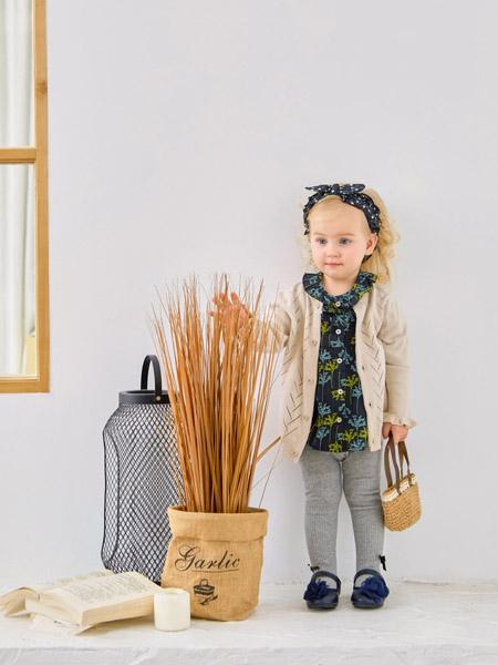 可拉·比特童装品牌2020秋冬米色针织衫外套