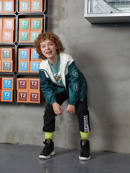 青蛙王子童装品牌2020秋冬白色拼接青色外套