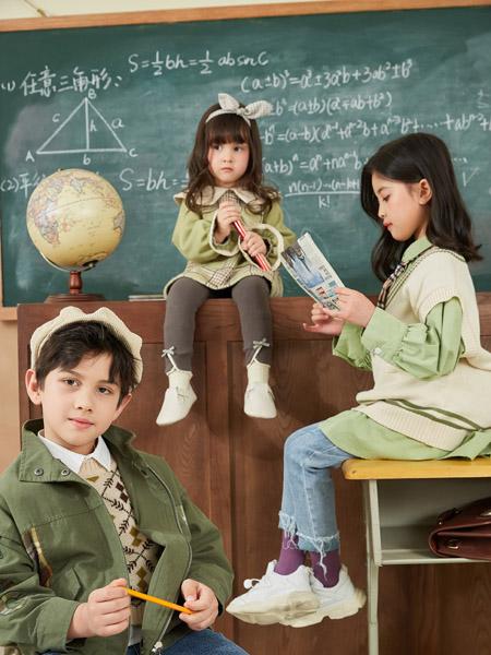 田果果童装品牌2020秋冬米色针织衫背心绿色衬衫