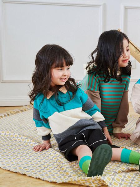 田果果童装品牌2020秋冬娃娃领蓝色针织衫上衣