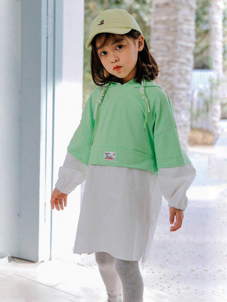 快乐精灵童装品牌2020秋冬绿色连帽上衣