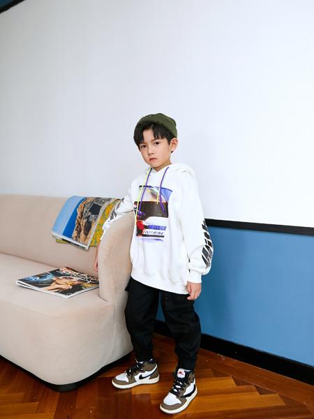 Outride越也龙8品牌2020秋冬印花连帽卫衣