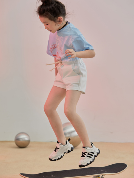 森林大王童鞋品牌2020春夏黑底白色运动鞋