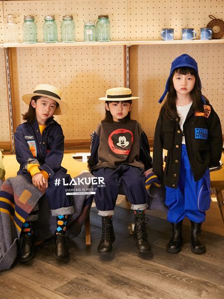 拉酷儿童装品牌2020秋冬黑色外套蓝色长裤