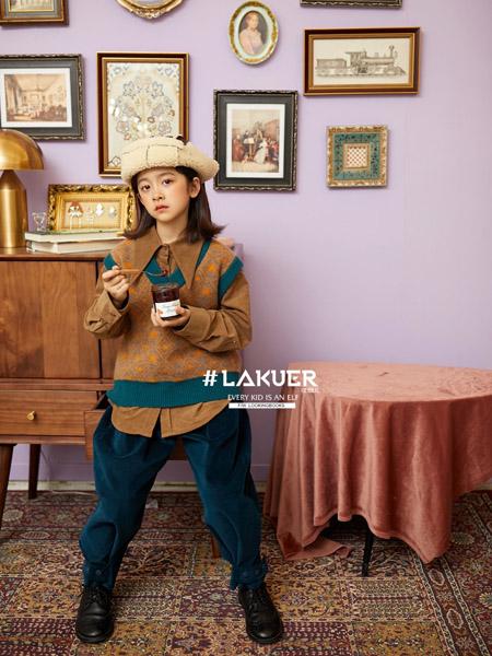 拉酷儿童装品牌2020秋冬咖色翻领上衣