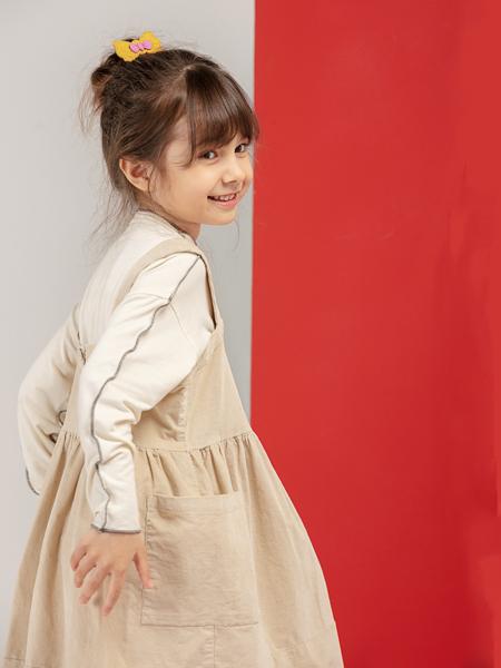 宝贝传奇童装品牌2020秋冬卡其色背带裙