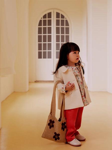 好孩子童装品牌2020秋冬米色外套
