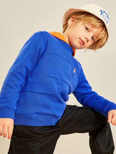 暇步士童装品牌2020秋冬潮流有范套头衫