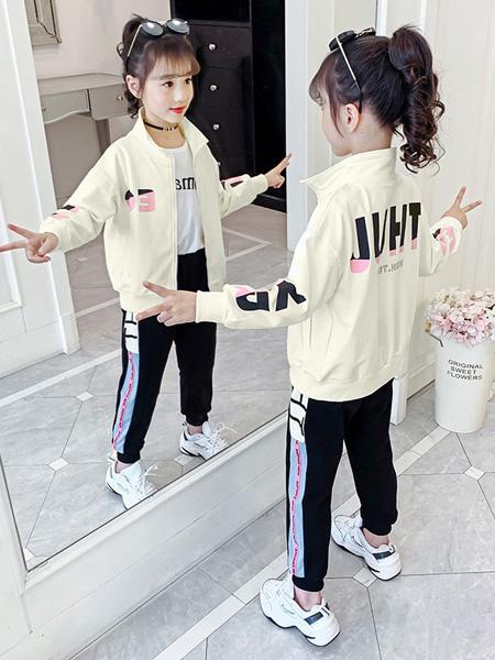芊芊天使童装品牌2020秋冬浅绿色字母外套