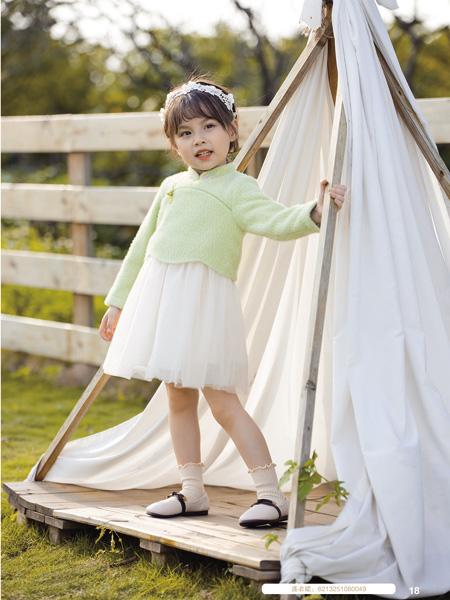 德蒙斯特童装品牌2020秋冬旗袍式绿色上衣白色短裙