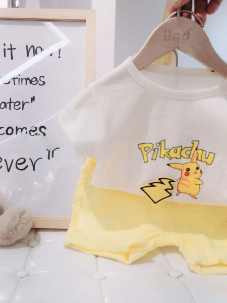 优米多童装品牌2020春夏字母米色T恤黄色短裤
