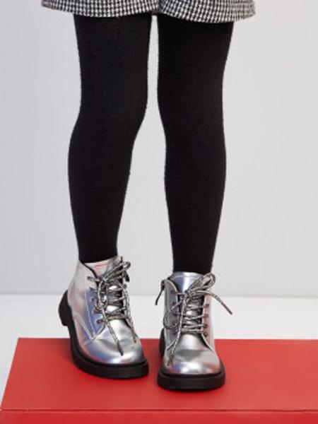 笛莎童装品牌2020秋冬宽松鞋头复古英伦皮靴 银色