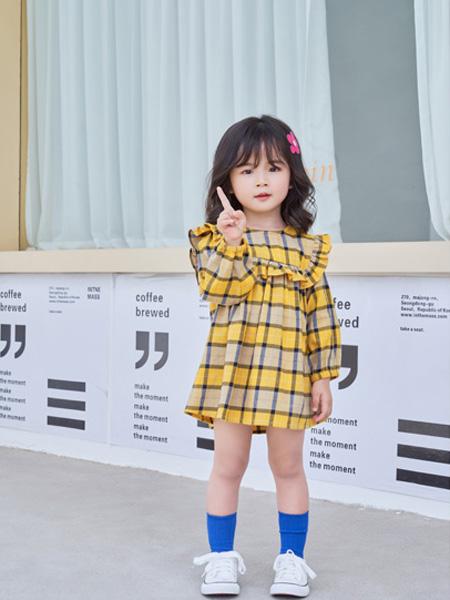 早言童装品牌2020秋冬新品黄色格子连衣裙