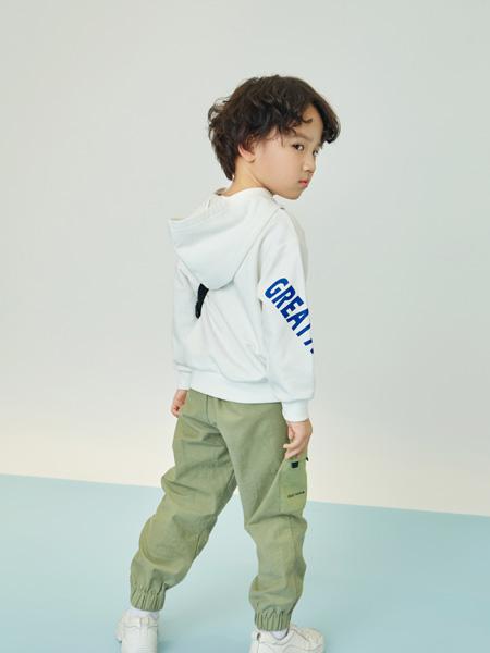 贝甜龙8品牌2020秋冬白色带帽运动上衣