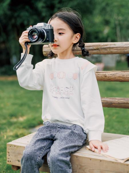 拉斐贝贝童装品牌2020秋冬白色卡通上衣