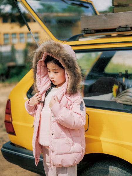 拉斐贝贝童装品牌2020秋冬粉色时尚羽绒服