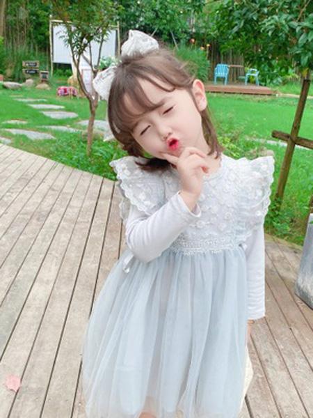 铭爵童装品牌2020秋浅蓝色网纱连衣裙