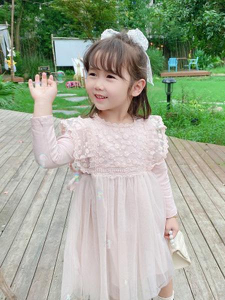 铭爵童装品牌2020秋浅粉色网纱连衣裙