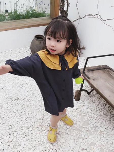 铭爵童装品牌2020秋荷叶边藏蓝色连衣裙