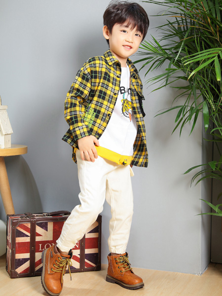 艾宝依童装品牌每月爆品,加盟优势多,开店支持力度大!