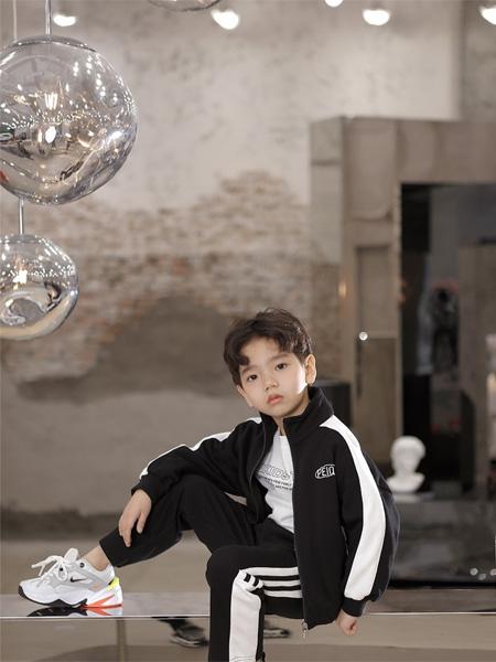PEIQI Family童装品牌2020秋冬黑白条纹上衣