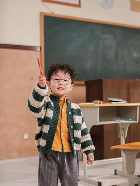 PEIQI Family童装品牌2020秋冬绿白休闲外套