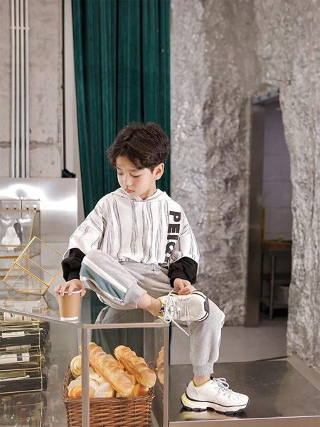 PEIQI KIDS童装品牌2020秋冬白色条纹上衣