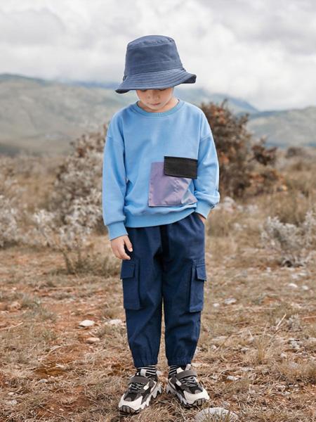 爱西娜童装品牌2020秋冬蓝色印花上衣
