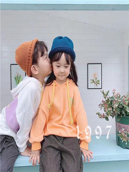宠来宠趣童装品牌2020秋冬纯色卫衣