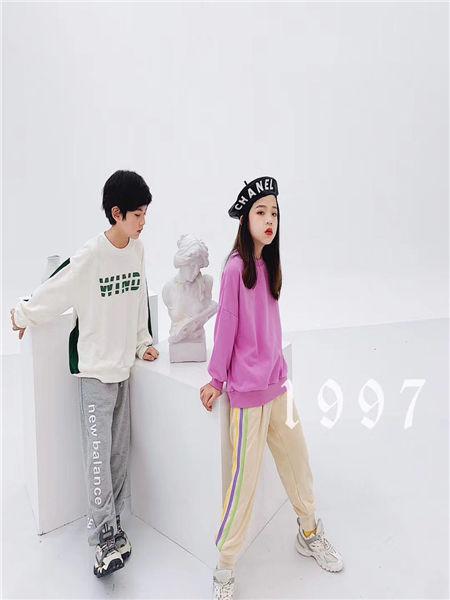 宠来宠趣童装品牌2020秋冬纯色长袖T恤