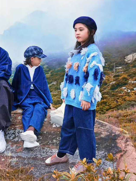 吾名堂童装品牌2020秋冬印花纯色针织衫