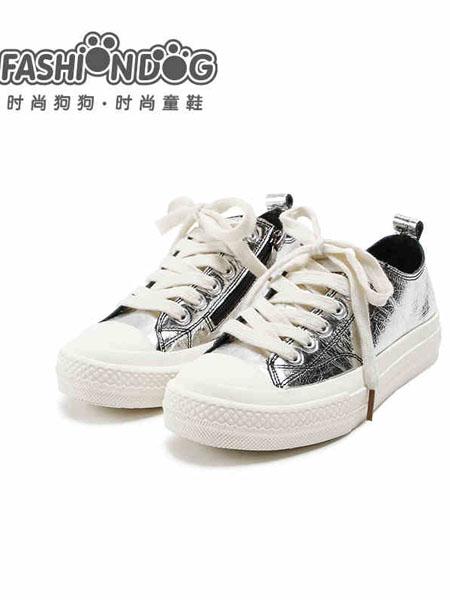 哈�多童鞋品牌2020秋冬白色�n版板鞋
