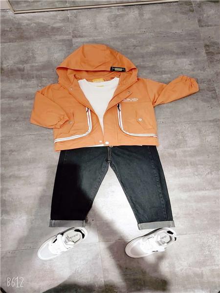 达巴童装品牌2020秋冬橘色韩版外套